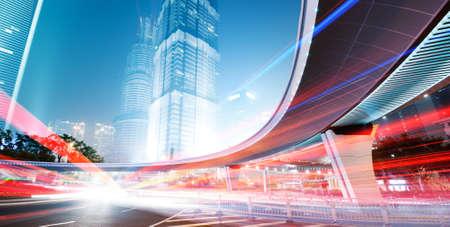 la vue de nuit de la place financi�re Lujiazui � Shanghai en Chine
