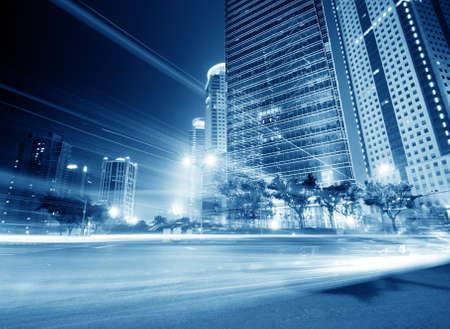 het licht paden op het moderne gebouw achtergrond in Shanghai China