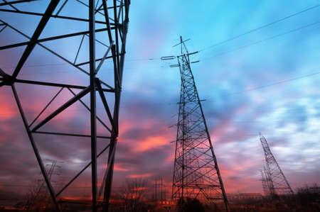 上空の背景で電源タワー
