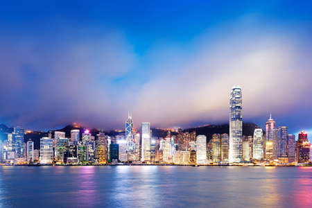 Hong Kong avond uitzicht van Victoria Harbor, Hong Kong Island zakenwijk Stockfoto