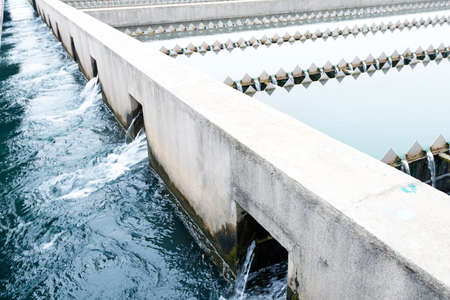 aguas residuales: Planta de tratamiento de aguas residuales urbanas Moderno Foto de archivo