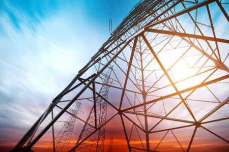 redes electricas: De torre en el fondo del cielo