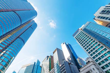 anuncio publicitario: moderno centro de negocios en Hong Kong