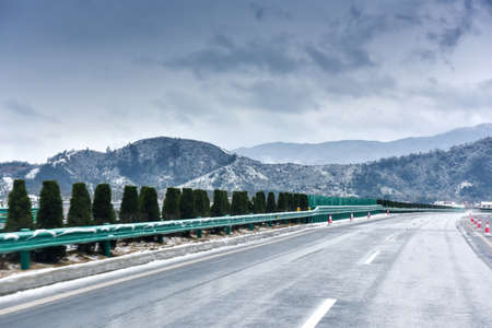 heavy snow: Snowy Highway