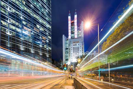 trafic à Hong Kong la nuit Banque d'images