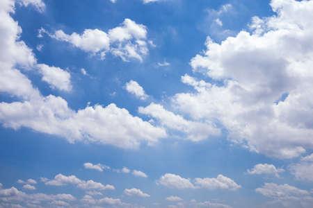 Blauer Himmel Standard-Bild