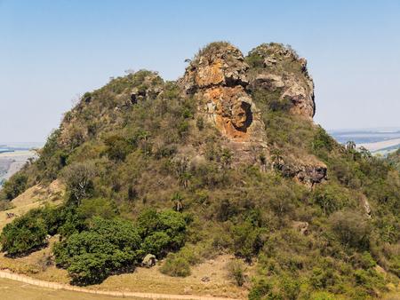 Camelo Rock Mountain an einem sonnigen Tag Standard-Bild - 88241928
