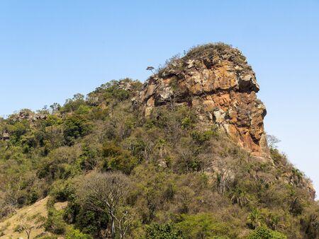 Camelo Rock Mountain Seitenansicht an einem sonnigen Tag Standard-Bild - 88241929