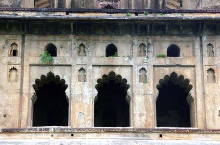 khajuraho: Windows en el palacio de Khajuraho, India