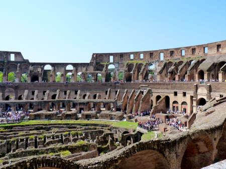 edificación: Coliseo Romano en Roma  Foto de archivo