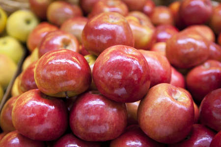 glycemic: Red apple pile