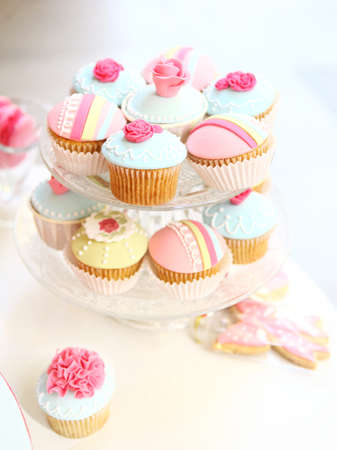 Soft light to a cupcake tray in a party photo