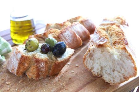 Close up di pane con olive