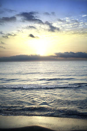 Kleurrijke zonsopgang op de Middellandse Zee Stockfoto