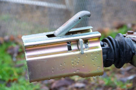 A device for vehicle trailers which is closed around the coupling device so that the trailer cannot be stolen.
