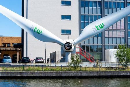 Berlin, Berlin / Germany - 07.23.2018: Headquarters of the wind generator manufacturer S?dwind in Berlin photographed by water. Foto de archivo - 137985367