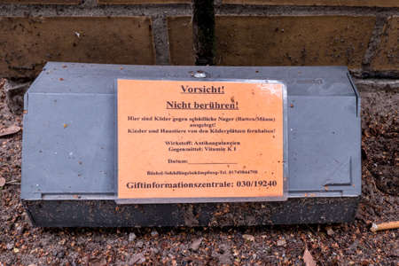 Berlin, Berlin/Germany - 16.07.2019: A rat trap incl. poison with a warning sign on it, which poison was used, which antidote and phone number of the poison center 報道画像