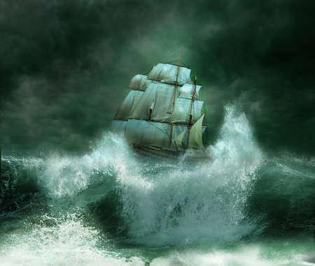 olas de mar: Nave vieja en una tormenta el�ctrica Foto de archivo