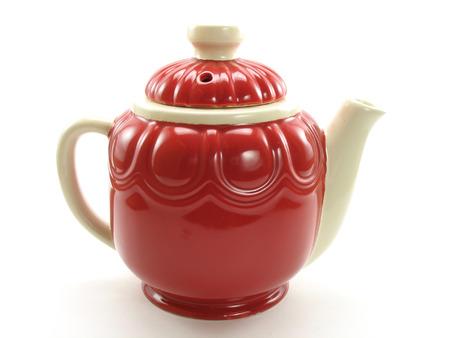 赤と白のアンティーク ティー ポットやコーヒー ポットあなたの好みに応じて。この 1 つだけのささやかな装飾とシンプルなデザインのです。 写真素材