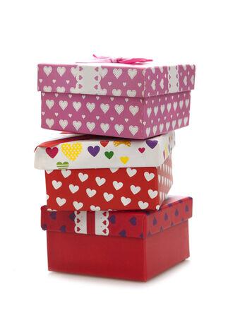 three gift boxes: Tres cajas de regalo apilados en el fundamento blanco