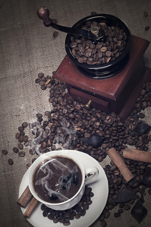 oldfashioned: Old-fashioned coffee grinder and cup