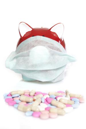flu virus: Pink hucha con una m�scara facial protectora. Concepto para la protecci�n, la gripe, el virus, la enfermedad. Foto de archivo