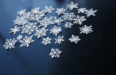 White paper snowflakes on dark blue background Imagens