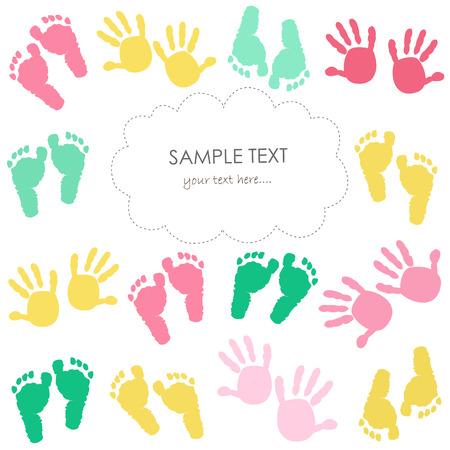 huella pie: Tarjeta de huellas y las manos de felicitación del bebé colorido para los niños Vectores
