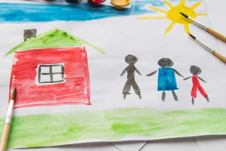 Waterverf tekening van kinderen, droomhuis, familie, auto, geluk Stockfoto