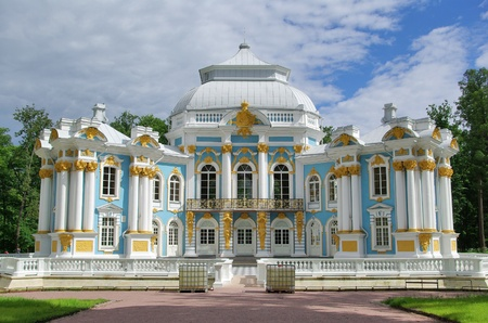 Pavilion in Catherine park  in Tsarskoe Selo near Saint Petersburg, Russia 免版税图像 - 8446139