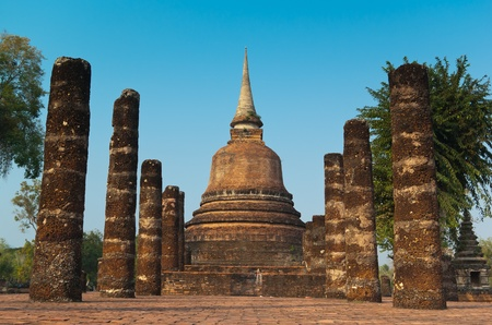 thai culture: Ruins of buddhist temple in Sukhothai historical park, Thailand