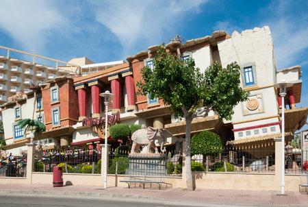 overturn: Capovolgere casa al villaggio Magaluf, Mallorca, Spagna Editoriali
