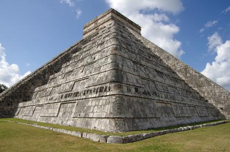 kukulkan: La Pir�mide de Kukulc�n en Chich�n Itz� que se conoce como El Castillo (el castillo), M�xico