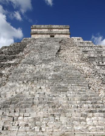"""kukulkan: La Pir�mide de Kukulk�n en Chich�n Itz� que se conoce como """"El Castillo"""" (el castillo), M�xico Foto de archivo"""