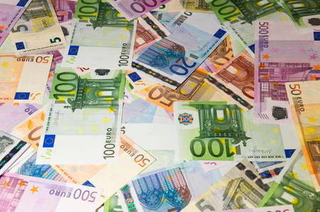 fondos violeta: Scattered euro currency banknotes, closeup view