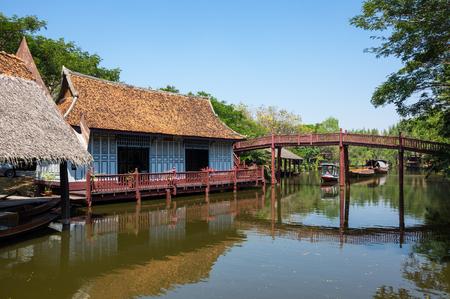 Mercato galleggiante nel Siam antico (noto anche come antica città o Mueang Boran), provincia di Samut Prakan, Thailandia