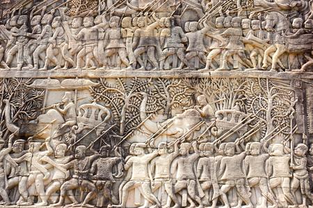 Una statua bassorilievo di cultura Khmer di Angkor Wat, in Cambogia Archivio Fotografico