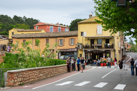 luberon: ROUSSILLON, FRANCE - MAY 03, 2015: View on the beautiful medieval village of Roussillon. It ochre village is included in list of The most beautiful villages of France