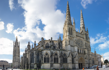 BORDEAUX, FRANCE - MAY 06, 2015: Bordeaux Cathedral (Cathedrale Saint-Andre de Bordeaux) is a Roman Catholic cathedral, seat of the Archbishop of Bordeaux-Bazas, located in Bordeaux 新闻类图片