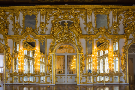selo: SAINT-PETERSBURG, RUSSIA - March 14, 2015: Interior of one of the halls in Catherines Palace in Tsarskoye Selo (Pushkin), 30 km south of Saint- Petersburg, Russia