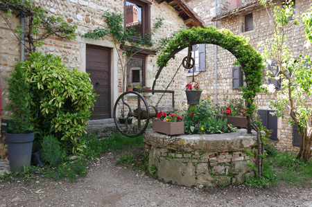 Old stone houses at medieval village Perouges in France 免版税图像