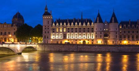 jailhouse: Night view of La Conciergerie (old medieval jailhouse) and the Seine river, Paris, France