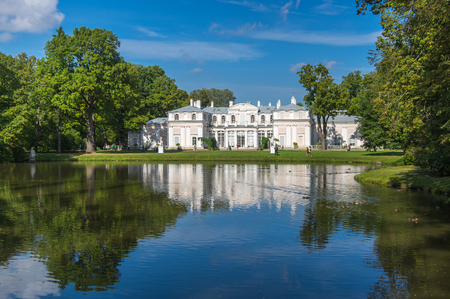 palacio ruso: Oranienbaum is a Russian royal residence, located on the Gulf of Finland west of Saint Petersburg, Russia. The Palace ensemble are UNESCO World Heritage Sites Editorial