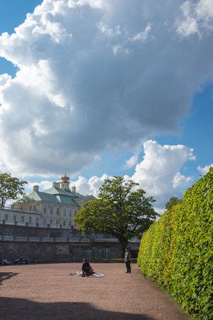 palacio ruso: SAINT- PETERSBURG, RUSSIA - September 06, 2015: The Grand Menshikov Palace in Oranienbaum, Saint-Petersburg, Russia. Oranienbaum is a Russian royal residence, located on the Gulf of Finland west of Saint Petersburg