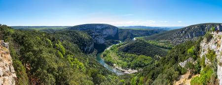 """Uitzicht op de kloven van de Ardèche, plaatselijk bekend als de """"Europese Grand Canyon"""", Frankrijk"""