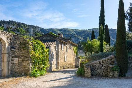 Rue de la ville d'Oppede-le-Vieux en Provence, France