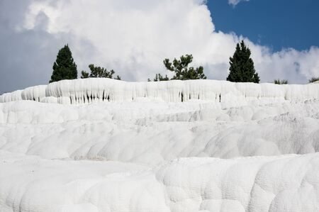 The travertines of Pamukkale, formed by calcium-rich mineral water in Denizli, southwestern Turkey 版權商用圖片