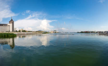 View of the lake Nizhny Kaban in the historical center of Kazan, capital of Republic Tatarstan, Russia 免版税图像