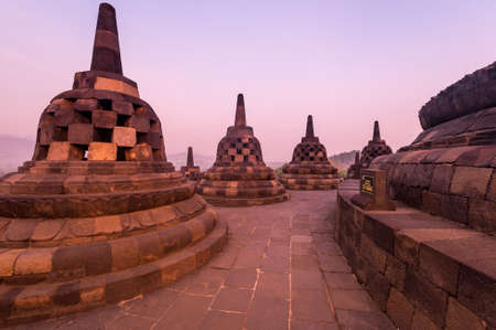 Borobudur, or Barabudur is a 9th-century Mahayana Buddhist temple in Central Java, Indonesia. It is the world's largest Buddhist temple. 免版税图像