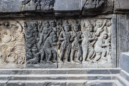 Bas-relief in Prambanan or Rara Jonggrang, a 9th-century Hindu temple compound in Yogyakarta, Indonesia 免版税图像